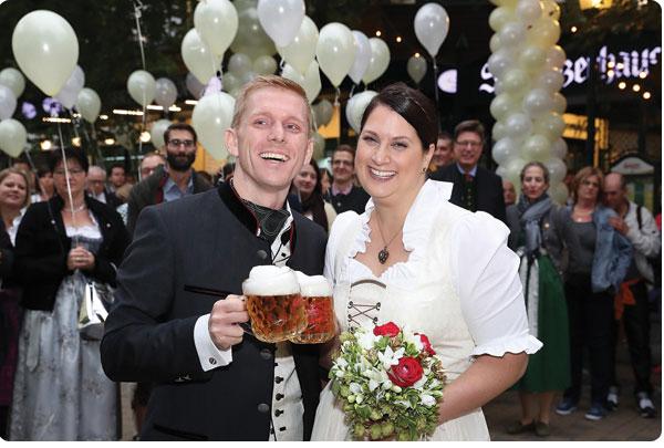 Großer Empfang für das frisch vermählte Brautpaar