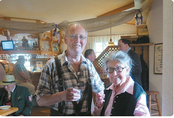 Hausherr Martin Trimmel mit seiner geliebten Frau Mama