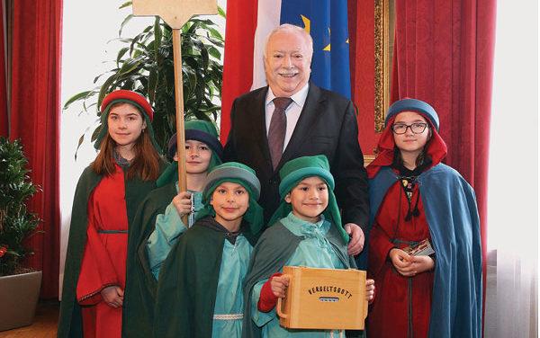 Sternsingerinnen besuchen Wien's Bürgermeister